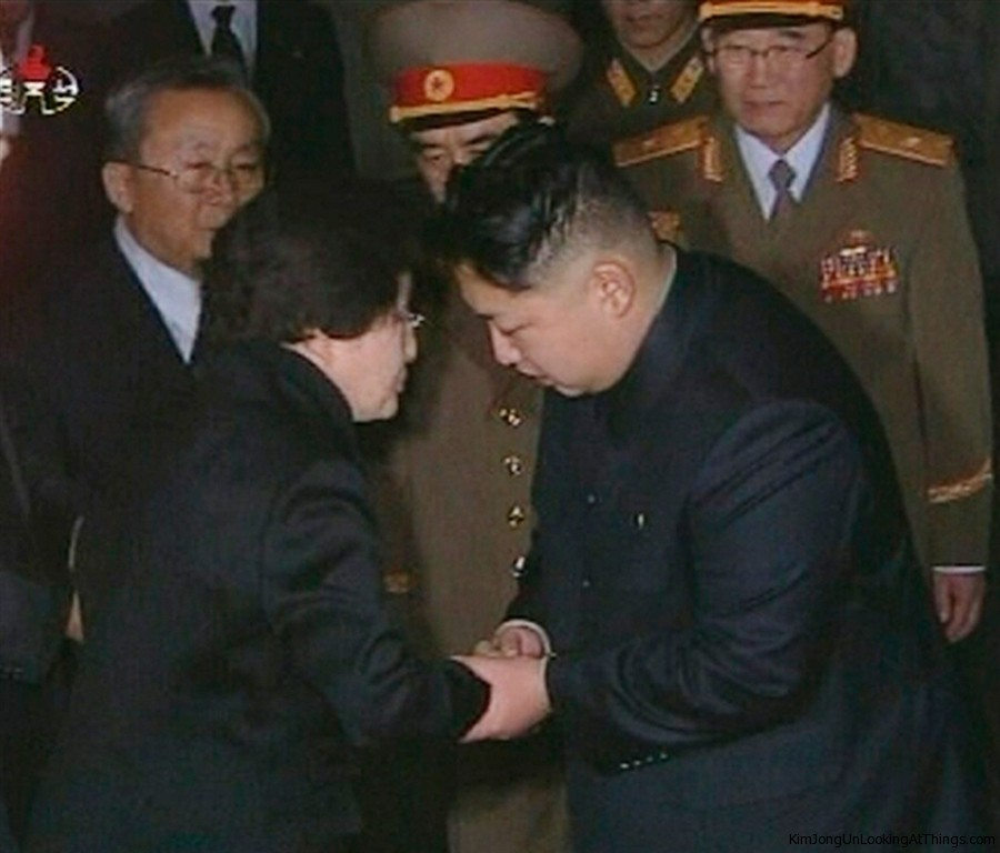 kim jong un lookng at lee hee ho