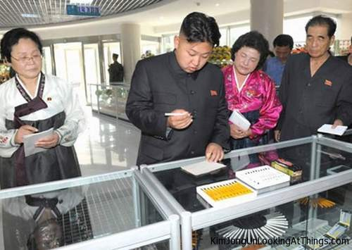 kim jong un looking at pen